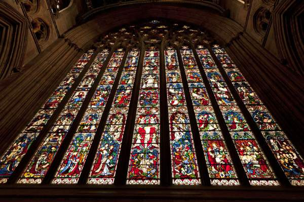 image of the East Window of Carlisle Cathedral