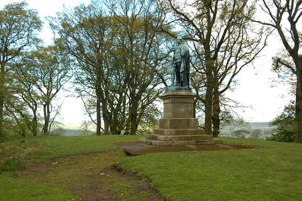 image of a statue of 7th Earl of Carlisle in brampton cumbria