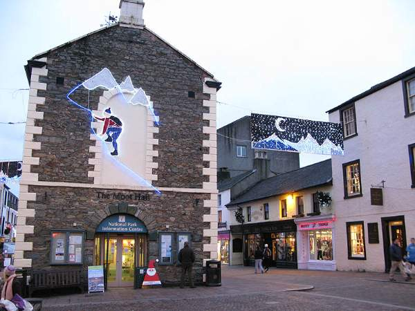 image of the keswick tourist information centre at christmas