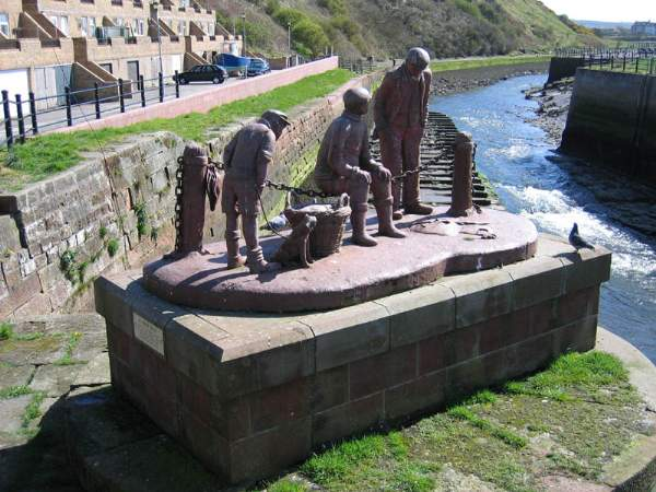 image of Maryport sculpture by Colin Telfer