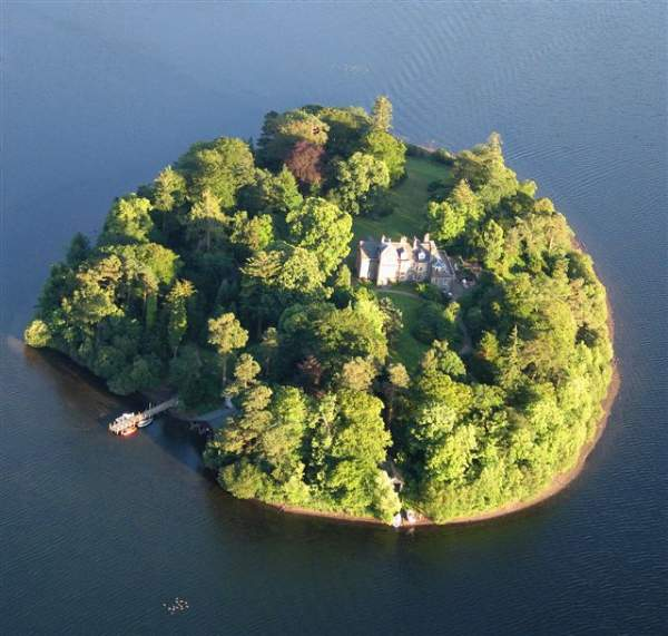 image of Derwent Island House on Derwentwater, near Keswick in the Lake District