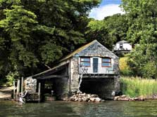 image of pet friendly holiday cottages in the lake district on ullswater lake