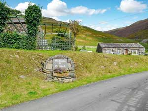 image of the entrance to Doddick Farm Cottages Lake District Cottages with Hot Tubs with Blencathra fell behind
